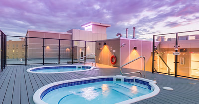 Hot tub at Applause Hotel by CLIQUE, Calgary Airport